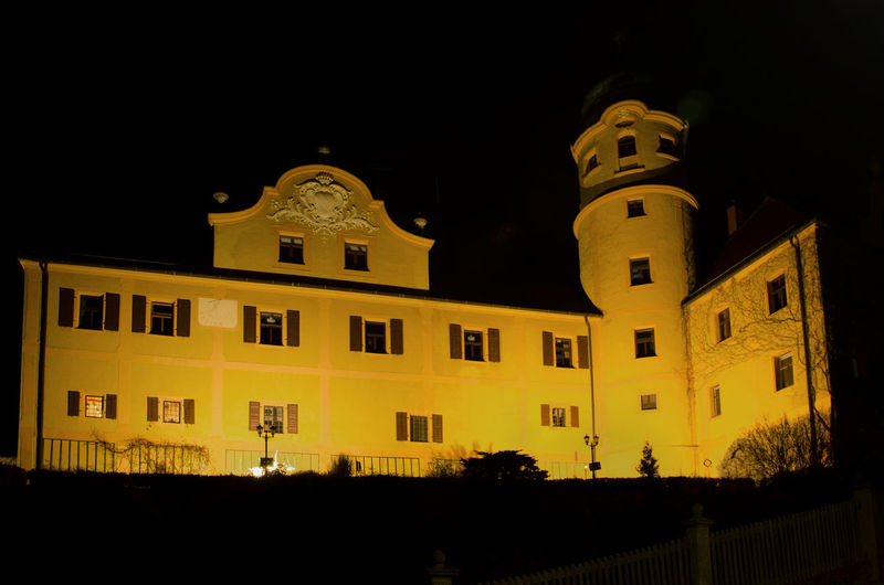 Schloss Reuth bei Erbendorf Paint The Town Yellow