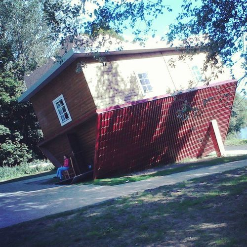 """станемближерегион2015 недавно в 30км от Минска появился перевернутый дом, который санет частью тур.комплекса """"Дукорскi маёнтак"""""""