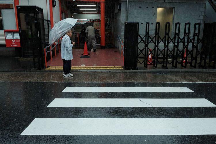 Japan2018 The Street Photographer - 2018 EyeEm Awards EyeemPhilippines Colors Everydayeverywhere Summer Road Tripping Streetphotography Colors Road Marking City Road Crossing Umbrella Rain
