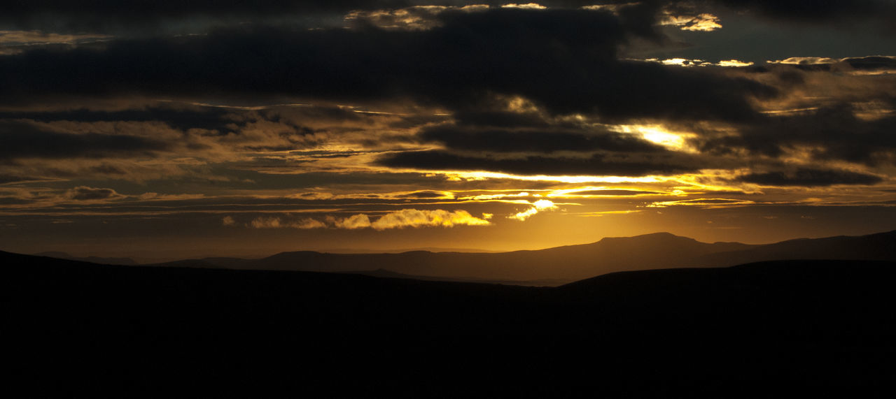 Sunlight Beauty In Nature Dramatic Sky Haz De Luz Landscape Luz Y Sombra  Nature Orange Color Resplandece Resplandor Scenics - Nature Sky Sol Sunset Tranquil Scene