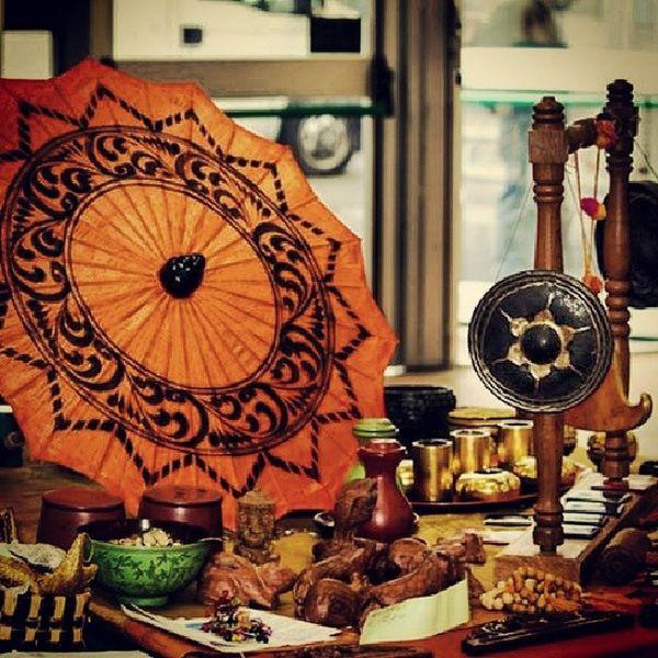 Festivaldelloriente Oriente Umbrella Aroundtheword instagram instaphoto instamoment