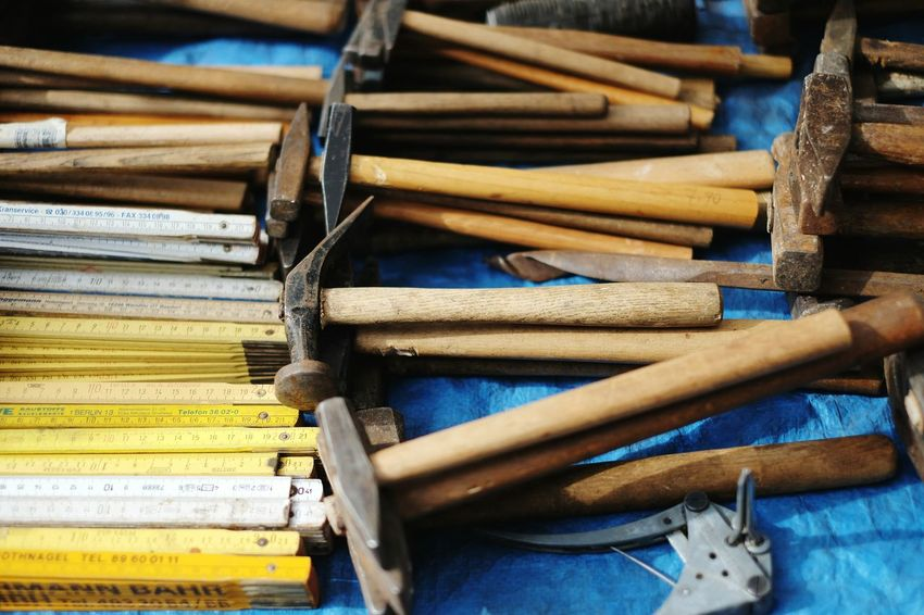It's time to build something! Tools Flohmarkt Fleamarket Rows Of Things Hammer Hammer Time