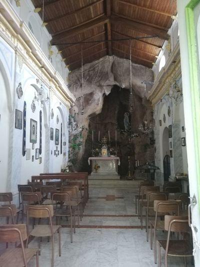 Statue Altar