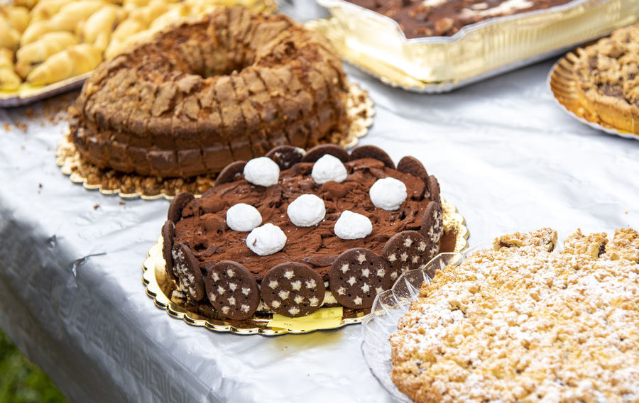 Baked Brown Cake Chocolate Close-up Dessert Food Food And Drink Freshness High Angle View Indoors  Indulgence Muffin No People Ready-to-eat Snack Still Life Sweet Sweet Food Table Temptation Tray Unhealthy Eating