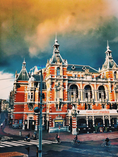 Just the end of the world!! RUN! Leidseplein Apple Store Amsterdam Stadschouwburg Storm Clouds Streetphotography Walking Around Amsterdam Sun And Clouds