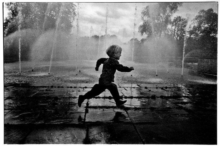 Battersea 1990's Ilford HP5 film, Nikon F2 Film Photography Ilford HP5 Plus Blackandwhite Steve Merrick Stevesevilempire Photojournalism London Humanity...  Childhood Battersea Park Fountain Fountains