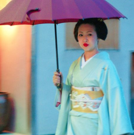 One Person Front View Streetphotography Umbrella Japan Kyoto Geisha Looking At Camera Portrait Real People Day One Woman Only Beautiful Woman Outdoors People