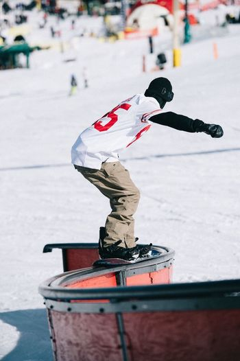 Arrival to Bearmountain California for snowboarding and photo shooting with Burton  team rider Zak Hale. Bear is a Snowboarder dream spot when thinking warm tempertures, sunny skies and terrain park features covering half the Mountain > Paradise Fun Good Times