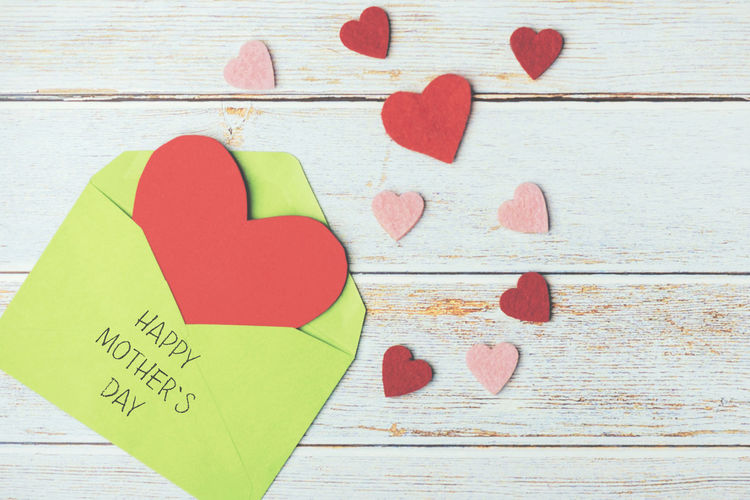 Heart Shape Love Positive Emotion Emotion Creativity Red Paper Close-up Message Table Text Mother's Day Mother Mom Love Family Holiday Heart Motherhood Gift Give Children Decor Decoration Decorative Backgrounds Letter Greeting Card  Celebrate Wood Wood - Material Text Event Party Leisure Celebration Affection Card Concept