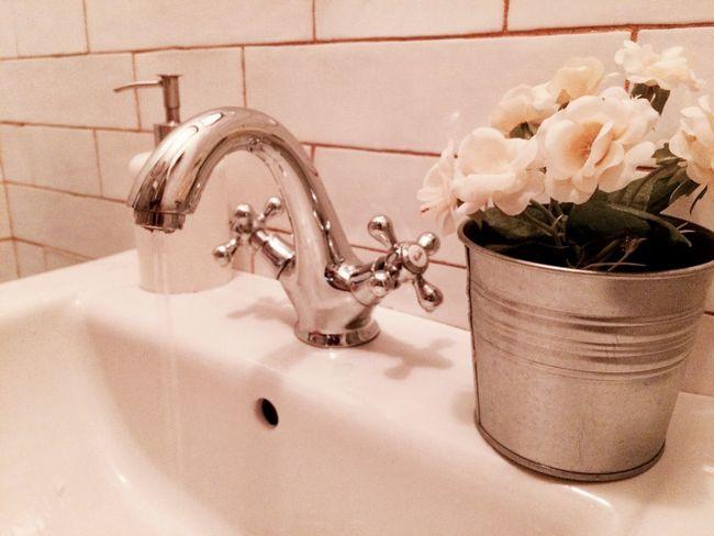 Baño  Bathroom Grifo en el Cafe Chatto en Madrid España Madrid, España Madrid, Spain