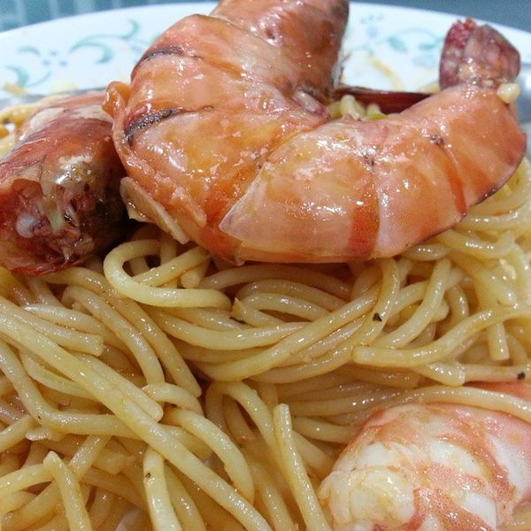 Early dinner. Aglio Olio with Tiger Prawns. Yummyinmytummy Lovefoodhatewaste Brunei InstaBruDroid Andrography
