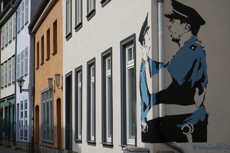 Finding New Frontiers EyeEm Deutschland EyeEm Best Shots - Street Outdoors 🇩🇪Germany Sony A7 Street Art/Graffiti Streetlife Long Goodbye