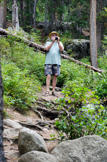 senior male tourist in casual clothing takes photos with a digital camera Camera Colorado Hat Nature Rock Tourist Travel USA Vacations Adult Casual Clothing Casual Clothing Person Full Length Hobby Landscapes Mountains Older Male One Person Outdoors Outdoors Photograpghy  Photography Scenery Senior Adult Standing The Traveler - 2018 EyeEm Awards