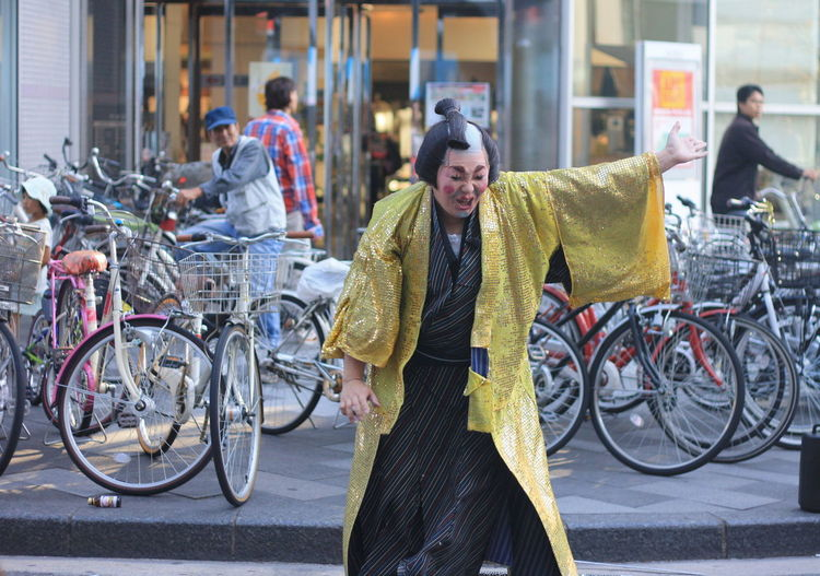 Gold Paint The Town Yellow Bicycle Japanese Street Perfomer Real People Street Performer Yellow Yellow Costumes