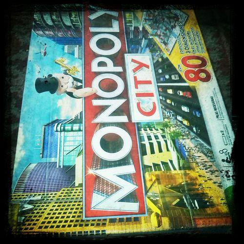 Jugando al Monopoly City ! Taking Photos