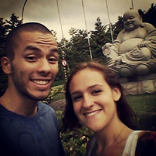 """Indo buscar o carro. O Buda rindo do @o_oree que está visivelmente com medo e eu com cara de """"haha vou aprontar"""" Aprontando Instafriends Comomelhor Favoravel selfie templozulai Buda budismo weekend bestoftheday instagram"""