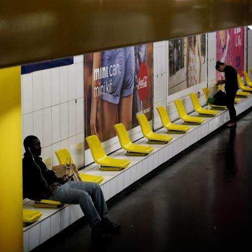 Paint The Town Yellow People Trajetquotidien Paris Gare Station Lyon City