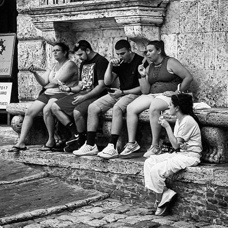 Sitting Full Length Togetherness Adult Day People Outdoors Friendship Boys Monochrome Photography Blancoynegro Blackandwhitephotography Blackandwhite People Photography Picture Real People Relaxing Urbanscene