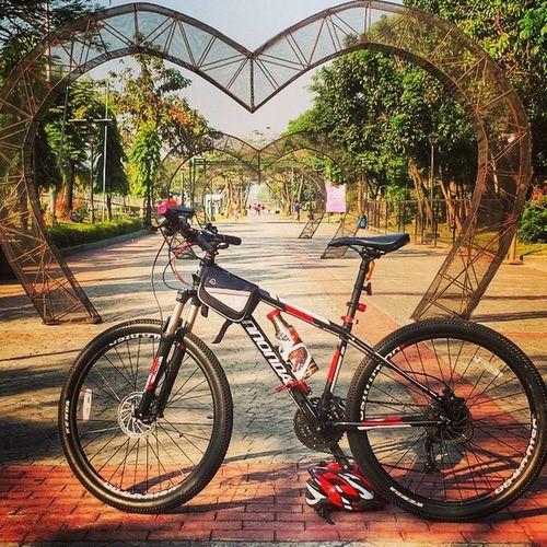 Hearts! :) RizalPark Luneta Bikingroute Bikinginthecity cannondale bike Manila philippines