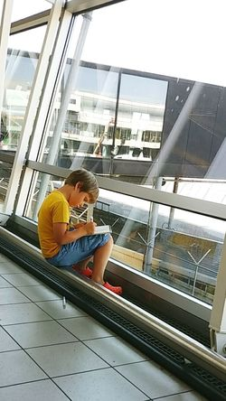 Little artist Little Boy Art, Drawing, Creativity Artist Amsterdam Schiphol Airport Airplane