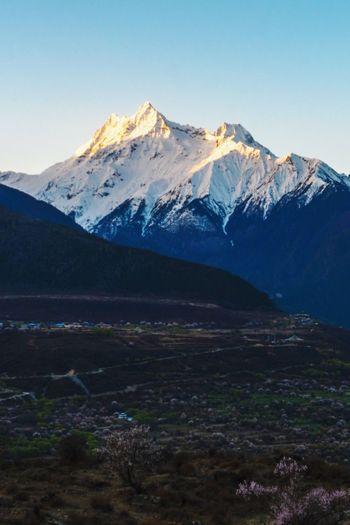 雅鲁藏布江 YarluZangbu River YarluZangbu River 雅鲁藏布江 Tibet China 西藏 林芝 索松村 Mountain Snow Cold Temperature Autumn Snowcapped Mountain Winter Lake Glacier Wilderness Valley