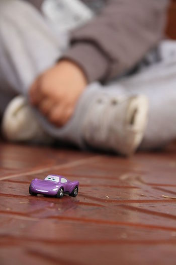 cars Autumn Cars Toys Close-up Day Human Body Part Human Hand Human Leg Indoors  Juguete Juguetes Low Section Men One Person People Real People Selective Focus Sitting Table
