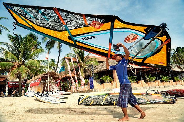 Beach Boy change the Sail, Muine, Traveling Lifestyle Windsurfing Enjoying Life Life Is A Beach Beautiful