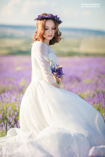 Adult Adults Only Beautiful People Beautiful Woman Beauty Beauty In Nature Bouquet Bride Day Flower Freshness Headband Nature One Person One Woman Only One Young Woman Only Only Women Outdoors People Wedding Wedding Dress Women Young Adult Young Women