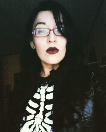 No make up on... just lipstick Nomakeup Nomakeupselfie Sinmaquillaje SinMaquillar Justlipstick Hey✌ Hello World HelloEyeEm Bones BonesExposed Bones💀🔫 Leather Jacket Lazy Day Lazysunday Skeleton Skeleton Makeup Skeletons Dehueva Hueva😎✌ Hueva Time Diaflojo