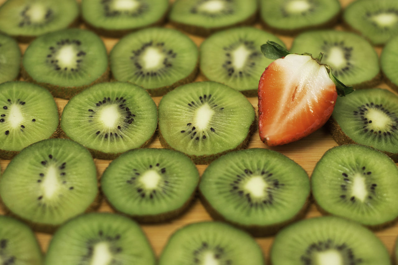 fruit, food and drink, food, healthy eating, freshness, kiwi - fruit, slice, indoors, close-up, cross section, green color, no people, backgrounds, day