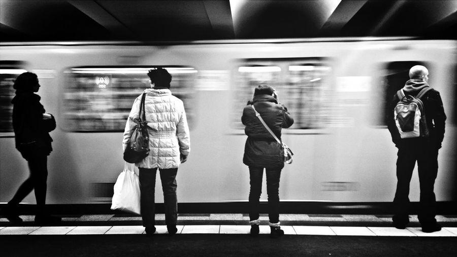 U-Bahn Waiting Boring