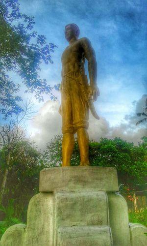 Taking Photos HDR Statue Wildeyes