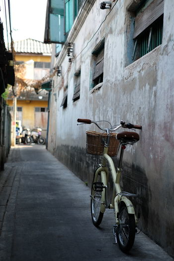 Bicycle Transportation Mode Of Transport City Building Exterior Built Structure Street Land Vehicle Stationary Cycling Outdoors Architecture City Life Pedal Personal Land Vehicle No People Day