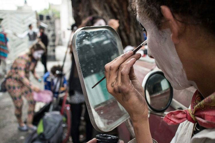 Get ready for parade Portrait Of A Friend Streetphotography Streetart Mirror Mexican Culture Streetphoto_color People City Life EyeEmBestPics Mexico City