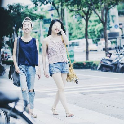 街頭小清新。 Street Girl Girls Smile Enjoying Life 臺北 街頭 正妹 女孩 People Young Women Women Of EyeEm Pretty Girl EyeEm Best ShotsEyeEm Best Edits From My Point Of View Streetphotography I Love My City The View And The Spirit Of Taiwan 台灣景 台灣情 People Photography Street Photography