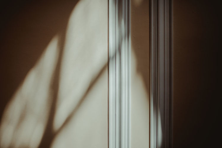 Lines Lines&Design Shadow And Light Shadows & Light Shadows & Lights Wall Wall Art Close-up Day Indoors  Lines And Patterns Lines And Shapes Lines, Colors & Textures Shadow Shadows Wall - Building Feature Wall Textures Walls 17.62°