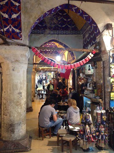 Kapalıçarşı sokaklarında People Architecture Ottoman Empire Hi Gazonungözü Historic Istanbullife Nostalgia Lifestyles Standing