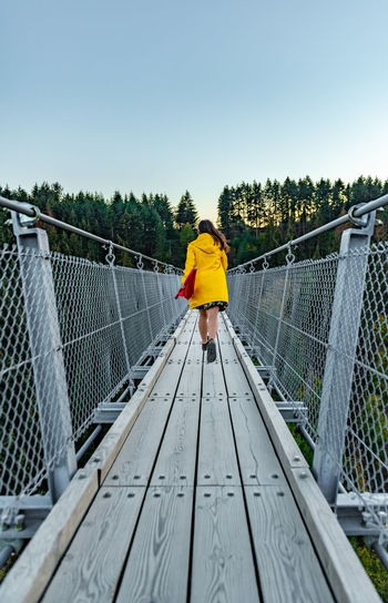 Germany Young Woman Females Women Suspension Bridge Running Adventure Perspective Travel Destinations Travel Run Yellow Nature Outdoors Deutschland Hängebrücke Geierlay Sky Bridge One Person Rear View Bridge - Man Made Structure Footbridge Real People Connection Full Length Day Direction The Way Forward Clear Sky Railing Built Structure Leisure Activity Architecture Lifestyles Autumn Mood