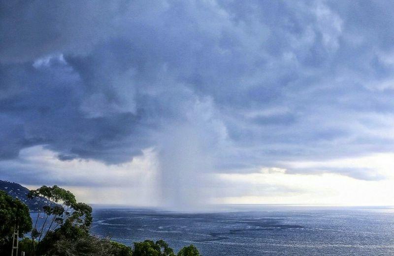Storm Water Power In Nature Awe Thunderstorm Sky Cloud - Sky Lightning Storm Cloud Extreme Weather Hurricane - Storm Coast Waterfall Storm Cyclone Torrential Rain Flowing Water Tornado Meteorology