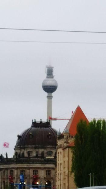 Cut off the top :-) Clouds Myfuckingberlin Alexanderplatz Funkturm Berlinrulez