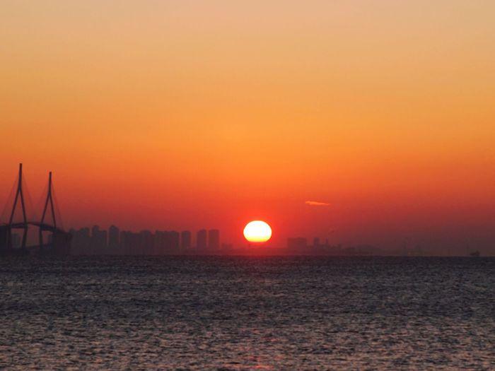 Sunrise Sea Dramatic Sky Scenics Orange Color Outdoors Horizon Over Water Weather Sky Olympus Photography E-5 Olympus No People Winter 인천대교 영종도