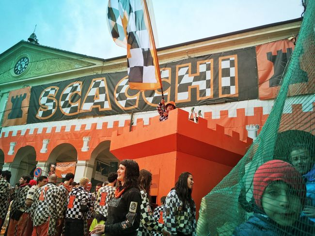 Carnival Crowds And Details Carnivale Di Ivrea Battle Of The Oranges Oranges Large Group Of People