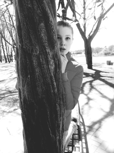 Ляяя Tree Trunk Childhood Outdoors Smiling Looking At Camera One Girl Only Day Branch People Children Only Nature Portrait Standing One Person