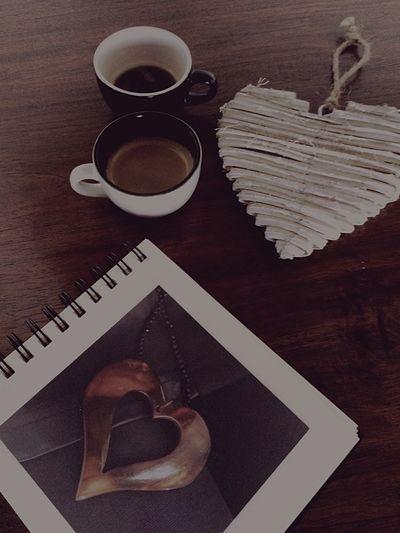 Um beijo no pé / outro em tua boca / depois do café. Un beso en el pié / otro en tu boca / después del café.. Carlos Seabra. Boooondia!!😋❤️☕️❤️ Coffemy Coffee CoffeTime Corason Breakfast ♥ ❤ Coffe❤️ Breakfast Time Coffelover Coffee And Sweets Coffelove