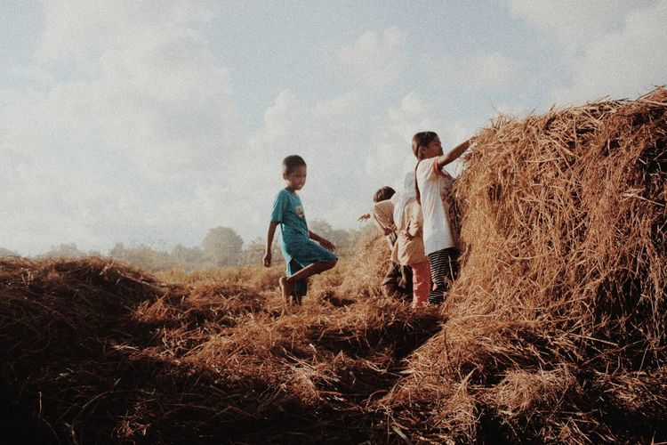 There should be a place that what you want happen can happen Boys Fun Playing Togetherness Childhood Outdoors Instasunda Travelingtheworld  Child Nature Real People Friendship People Vacations First Eyeem Photo Lensculturestreet Magnumphotos Natgeotravel Indonesiabagus Natgeoindonesia Landscape_photography Happiness
