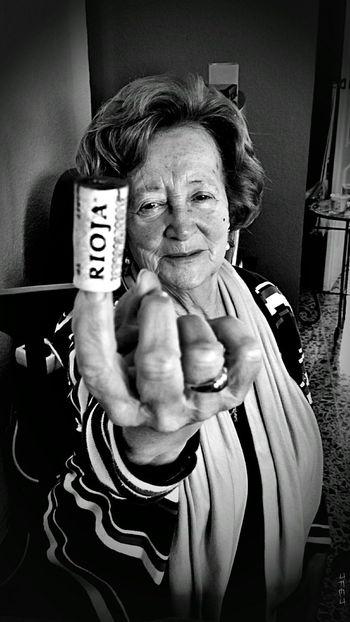 82 años!! Y diciendo a la vida que por muy dura que sea... ella puede más. Mom Mother's Day 2016 Mother Hello World Enjoying Life Close Up Close-up Old Bw_ Collection Blackandwhite Photography Monochrome Black & White Black And White Blackandwhite Sony XPERIA Rioja