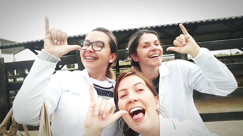 Smiling Selfie Togetherness Young Women Adults Only Vet  Veterinarian Veterinaria Veterinary Veterinary Hospital Brutasmesmo
