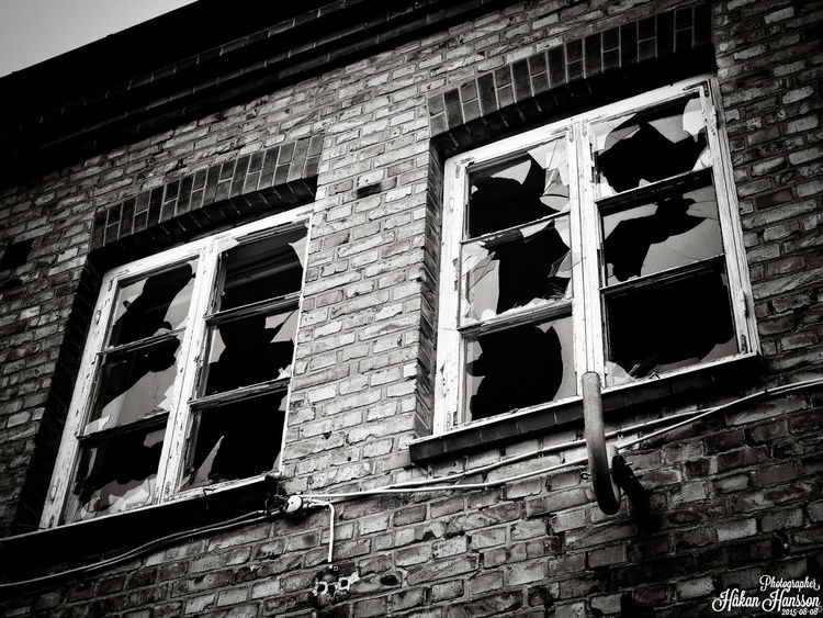 Brokenwindows Hanging Out Photographer Blackandwhite Popular Photos Taking Photos OpenEdit Hello World Check This Out Popular