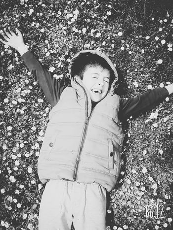 Happpppiiinesssss .... love u.... Happiness ♡ Laughing MySON♥ Faces Of EyeEm Enjoying Life Portrait EyeEmBlackAndWhite Blackandwhite Hello World Nature_collection