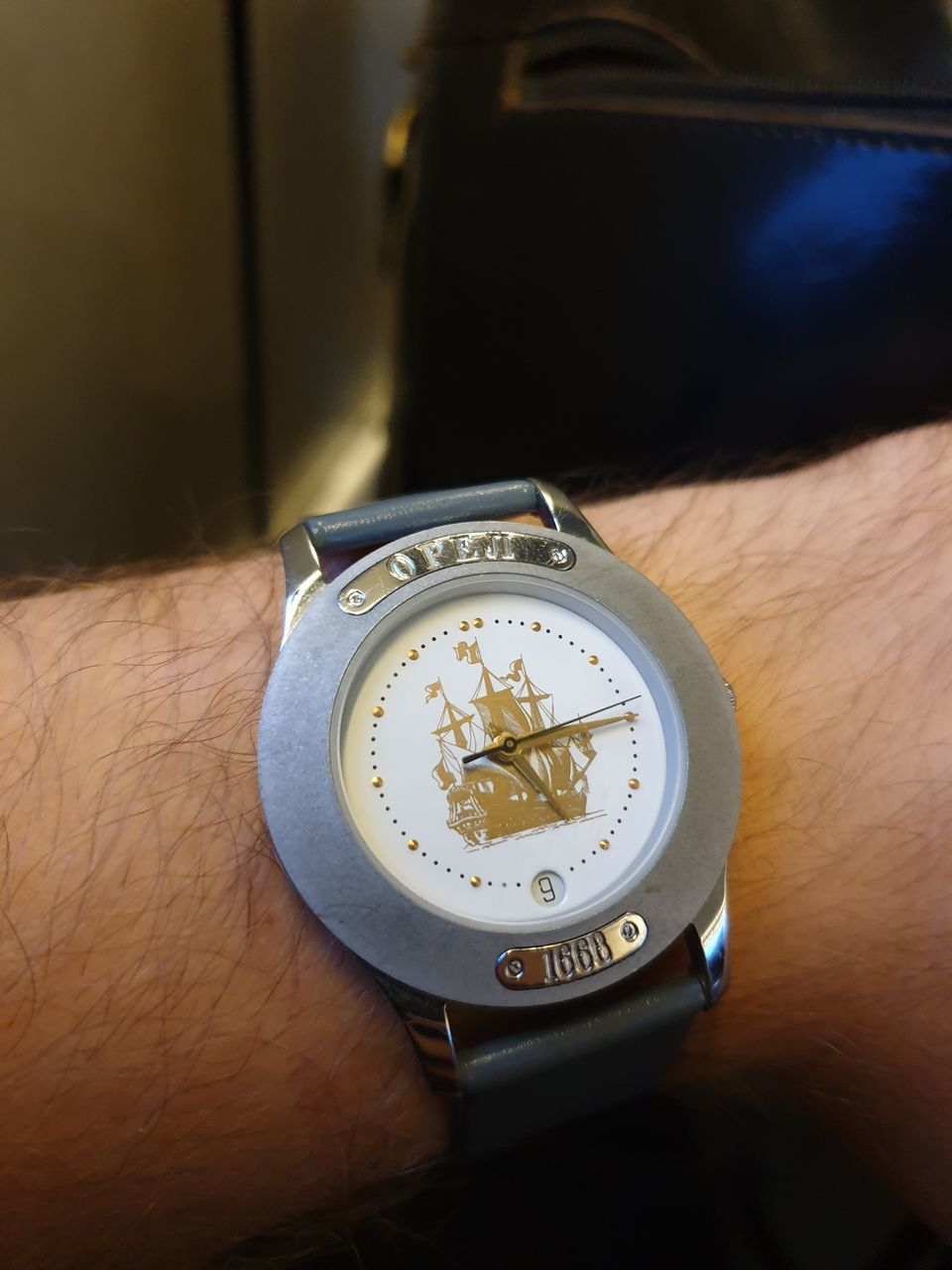 hand, human hand, time, human body part, watch, one person, real people, wristwatch, close-up, number, indoors, focus on foreground, body part, high angle view, unrecognizable person, lifestyles, personal accessory, leisure activity, men, wrist, clock, finger